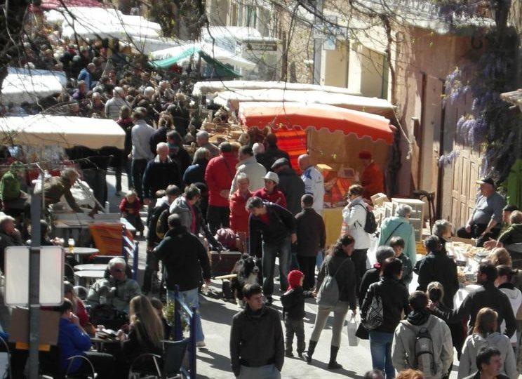 Marché aux fromages et à l'artisanat à Montbrun-les-Bains - 1