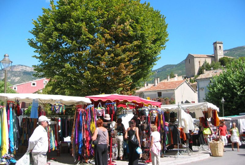 Marché hebdomadaire à La Motte-Chalancon - 0